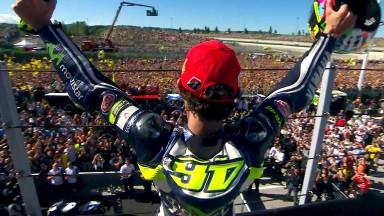 Rossi conquista su primer triunfo del año en Misano y Márquez se va al suelo
