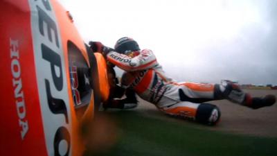 Márquez y Pedrosa salvan puntos tras sus caídas bajo la lluvia