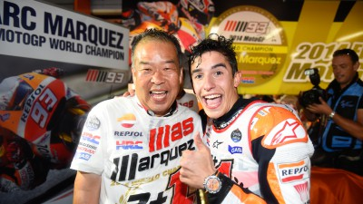Nakamoto and Suppo congratulate Marquez on 2014 title