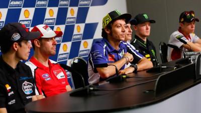 Rossi y Márquez opinan sobre la lucha por los títulos de Moto2™ y Moto3™