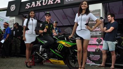 Pol Espargaró incontra i fan indonesiani alla Yamaha Asean Cup Race