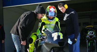 Aegerter rueda con Akira en Jerez