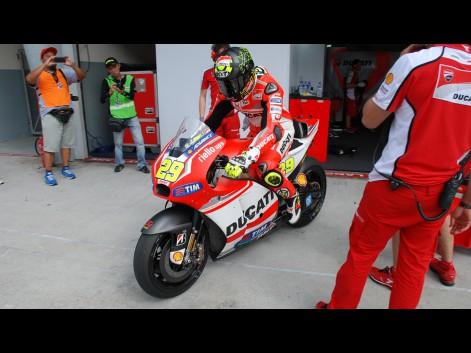 Andrea-Iannone-Ducati-Team-MotoGP-Sepang-Test-I--582593
