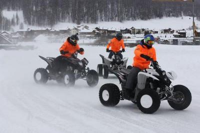 Los pilotos de Forward Racing disfrutan del hielo