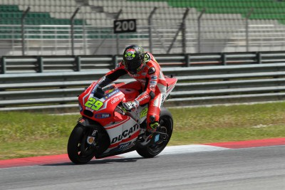 Sepang pace improves for Ducati Team pair