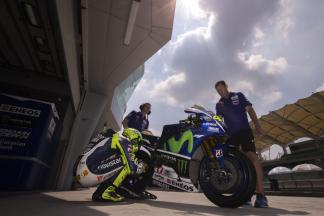 Rossi am ersten Test-Tag von Sepang vorn