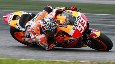 Marquez tops the timesheets in Sepang on morning of day 2
