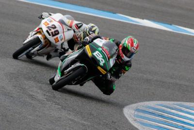 Kornfeil, domina la primera sesión del último día en Moto3™