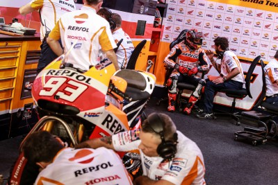 Marquez lays down the gauntlet to rivals in Qatar