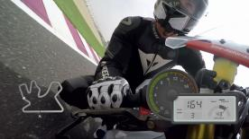 Un giro lanciato sui 5,4 km del Losail International Circuit in sella con Dylan Gray di motogp.com.