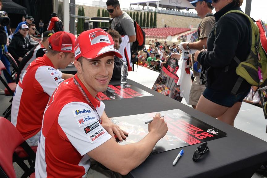 Autograph session, COTA