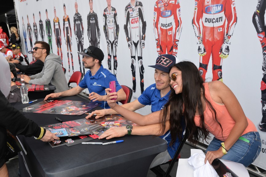 Autograph session, COTA