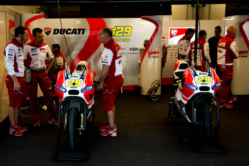 Ducati Team garage © 2015 Scott Jones, PHOTO.G
