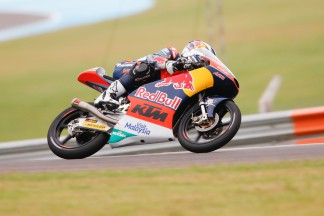 Oliveira snatches last gasp Moto3™ pole from Kent