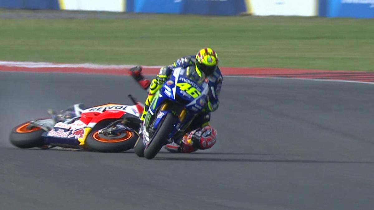 Rossi makes up 5 secs in 13 laps to beat Marquez! | MotoGP™