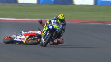 Rossi recupera 5' in 13 giri e batte Marquez!