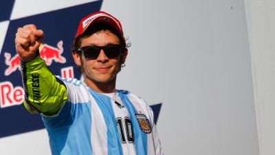 Rossi reels in Marquez to take victory in Argentina
