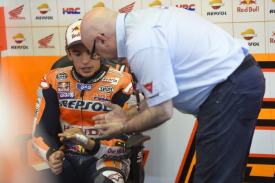 Marquez: 'Fa molto male, ma almeno posso correre'