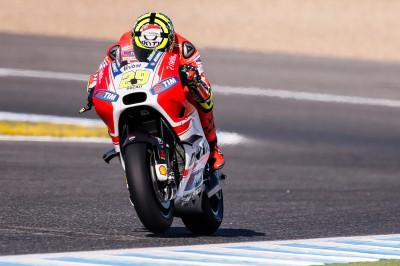 Iannone il più veloce nelle FP4, Marquez a terra