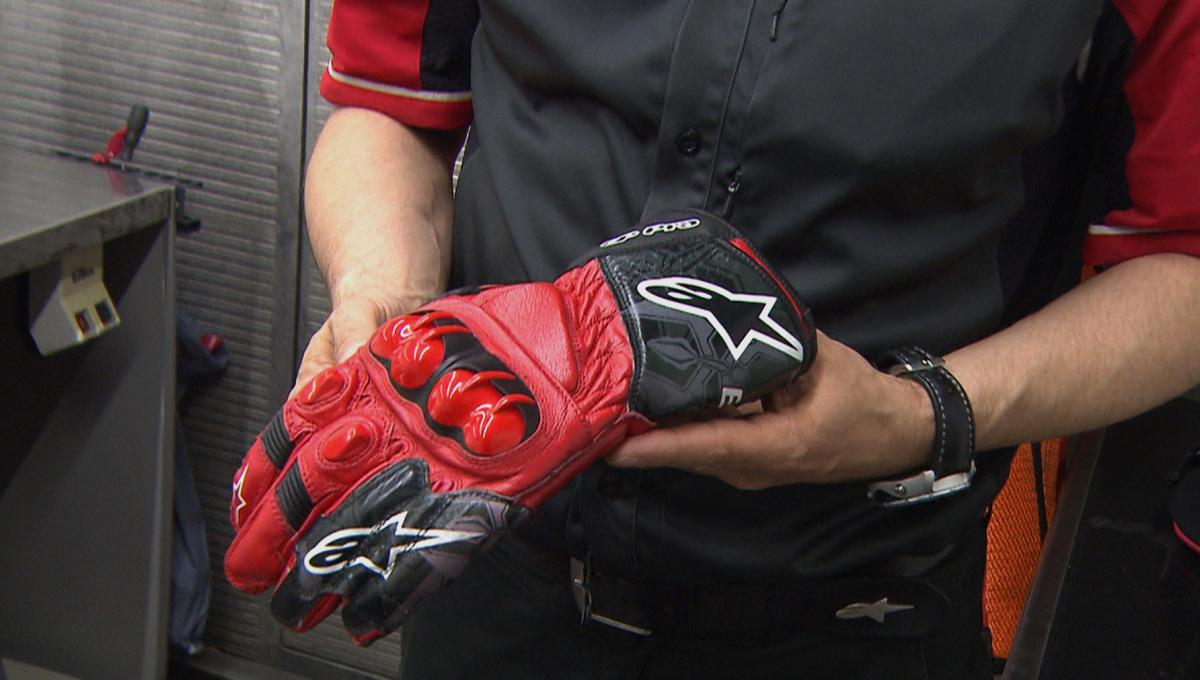 Alpinestars: Ein Handschuh für Marquez' gebrochenen Finger | MotoGP™