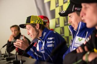 Los pilotos de MotoGP™ velan sus armas en Le Mans