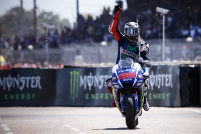 Lorenzo takes critical MotoGP™ victory