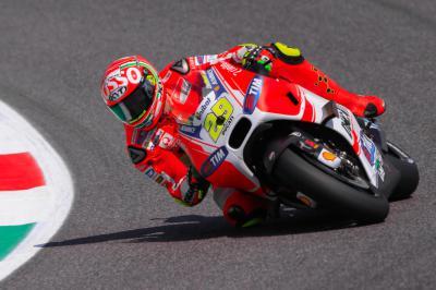 """Iannone feiert seine erste MotoGP™ Pole: """"Unglaublicher Tag"""""""