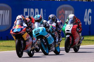 Oliveira triumphs in epic Mugello Moto3™ battle