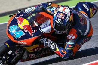 Oliveira takes maiden Moto3™ victory in thrilling finish