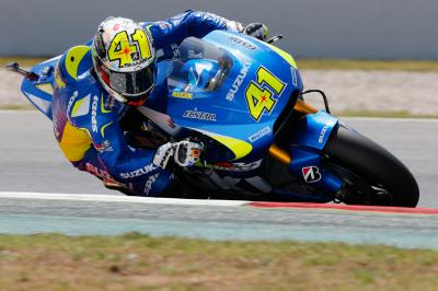Espargaro smashes lap record to take pole
