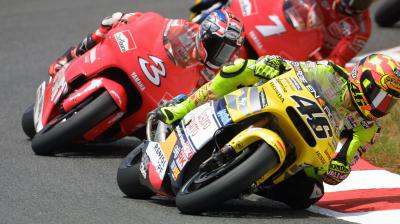 Historischer Fight: Rossi vs. Biaggi in Catalunya 2001