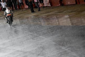 Regen beim MotoGP™ Test in Catalunya