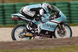 Kent sets blistering pace in FP1