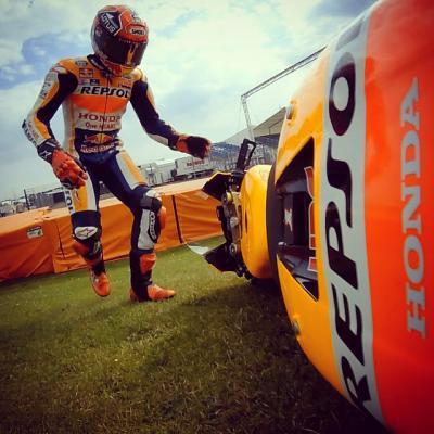 An early crash for @marcmarquez93 at the #DutchGP