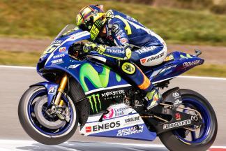 Rossi gibt das Tempo am Freitag an