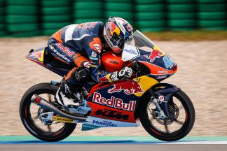 Oliveira takes incredible Moto3™ victory