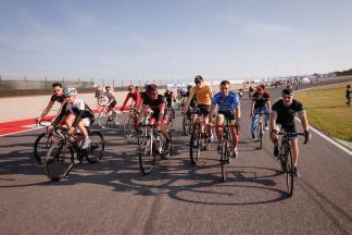 Los pilotos hablan de su pasión por el ciclismo