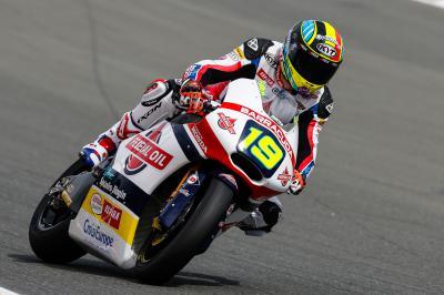 Simeon logra su primera victoria en Moto2™
