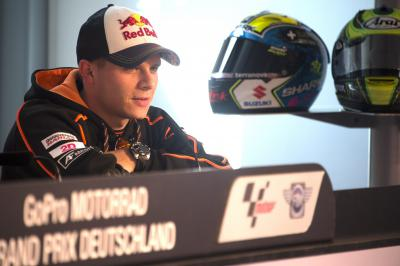 Stefan Bradl libertado do contrato com a Forward Racing
