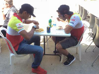 Lunch time for @yonny68motogp and @Petrux9 Energy for FP2!!!