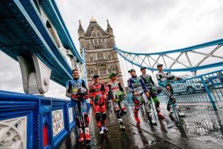 Les pilotes MotoGP™ réunis au Tower Bridge