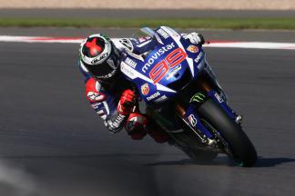 Lorenzo impõe-se em Silverstone