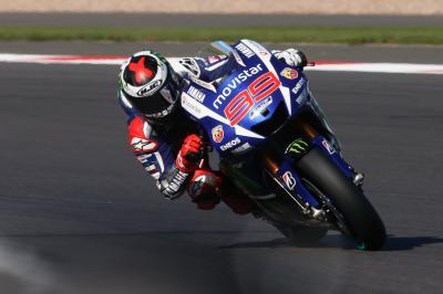 Lorenzo lidera los entrenamientos del viernes en Silverstone