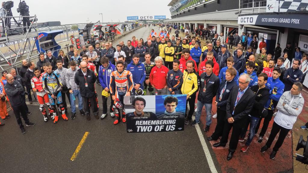 Minute of silence in memory of Joan Garriga and Jonas Hähler, Silverstone