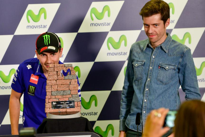 Movistar Reveals New Aragon Grand Prix Trophy Designed by Lorenzo