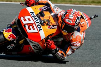 Marquez scivola, ma è in pole position