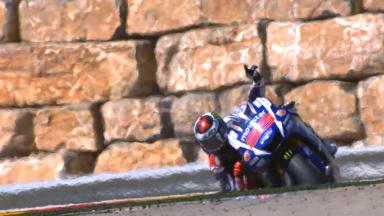 Lorenzo wins in Aragon to reduce Rossi's advantage