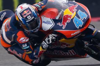 Oliveira wins in dramatic Moto3™ race