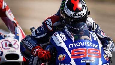 Lorenzo saldrá desde la pole tras un intenso duelo con Rossi