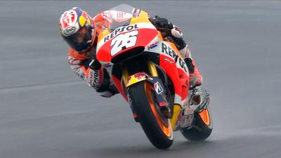 Pedrosa heads up wet Warm Up